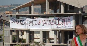 Striscione contro Maria Carmela Lanzetta