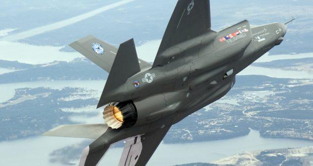 F35 in volo